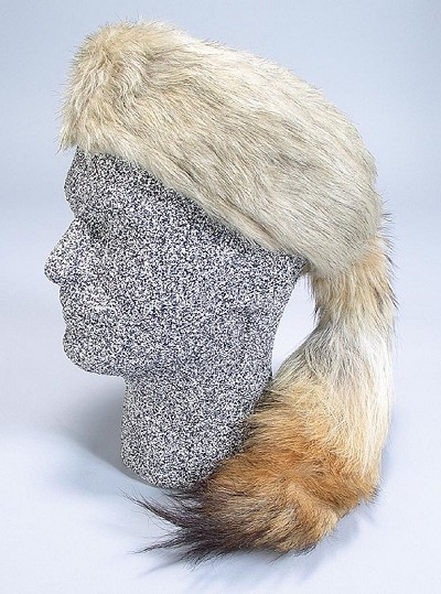 Daniel Boone Fox Fur Hat with Real Coyote Tail Design 1